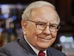 «Sei ängstlich, wenn die anderen gierig sind, sei gierig, wenn die anderen ängstlich sind»: Warren Buffettbleibt der Devise seines Erfolgs treu.(Bild: Chris Goodney/Bloomberg)