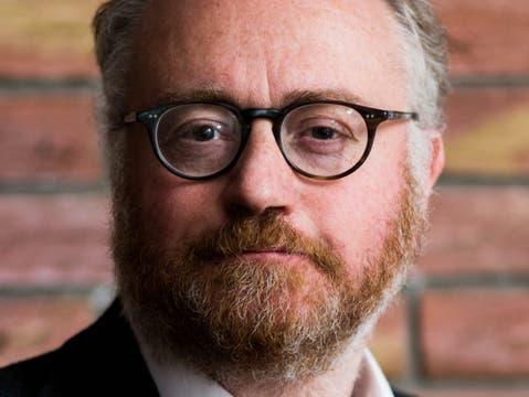 Russell Napier est l'auteur du Solid Ground Investment Report et co-fondateur du portail de recherche en investissement ERIC.  Il travaille dans le domaine de l'investissement depuis plus de 25 ans et écrit des documents de stratégie macroéconomique pour les investisseurs institutionnels depuis 1995.  Napier est le fondateur et directeur des études du programme Practical History of Financial Markets de l'Edinburgh Business School et l'initiateur de la Library of Mistakes, une bibliothèque d'histoire des marchés financiers.  Napier est membre de la CFA Society.  Il vit à Édimbourg, en Écosse.